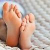 Какие народные средства помогают избавиться от потливости ног?
