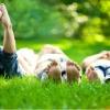 Какое средство поможет избавиться от неприятного запаха ног?
