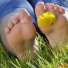 Потливость ног и запах: причины появления и способы устранения